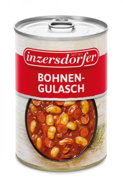 Feurig gewürztes Gulasch aus Riesenbohnen, Debreziner, Zwiebeln, Paprikastreifen, Speck und Knoblauch.