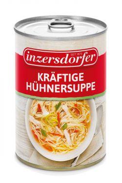 Eine feine Suppe mit Hühnerfleisch, Fadennudeln, Karotten und Lauch.