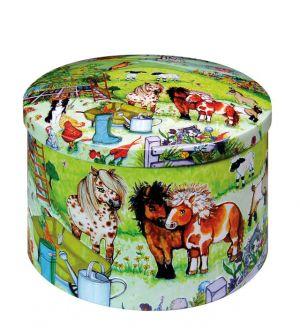 Handgemachtes cremiges Sahnekaramell in einer dekorativen Reliefdose.