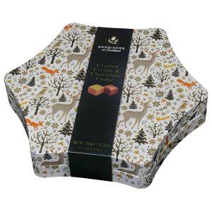 Cremiges Butterkaramell mit Clotted Cream und Schokolade in einer hochwertigen Geschenkdose.