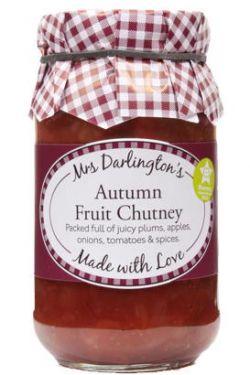 Herbstliches Fruchtchutney mit Pflaumen, Äpfeln, Zwiebeln, Tomaten und Gewürzen.