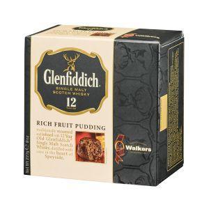 """Original schottischer Weihnachtspudding """"Plum Pudding"""" mit einem Schuss Glenfiddich Single Malt Whisky."""