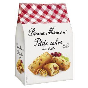 Kleine französische Kuchen mit Rosinen kandierten Früchten und Cranberries.