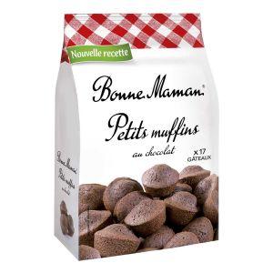 Kleine französische Schokoladen-Muffins mit frischen Eiern gebacken.