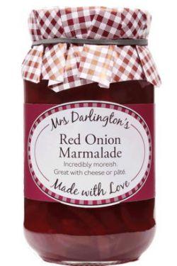 Mrs. Darlingtons Red Onion Marmelade besteht aus leckeren, süßen, klebrigen roten Zwiebeln und ist himmlisch zu Burgern, Pasteten, Sandwiches oder Terrinen.