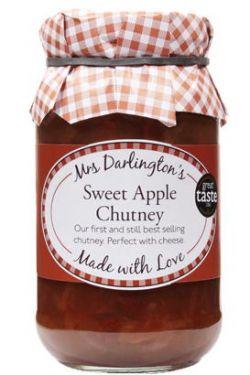 Vollgepackt mit Bramley-Äpfeln, Zucker, Sultaninen, Zwiebeln und Gewürzen.