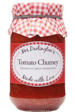 Ein einfacher Klassiker aus Tomaten, Bramley-Äpfeln, Zwiebeln, Sultaninen und Gewürzen.